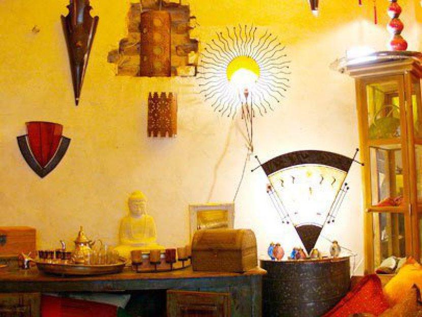 indische Möbel, orientalische Lampen, Mosaiktische, Teppiche, Gartenmöbel oder Laternen als Beleuchtung